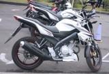 Yamaha FZ150i so sánh cùng Honda CB150R Street Fire