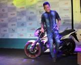Yamaha FZ150i chiếc xe hoa trong MV mới của Tuấn Hưng