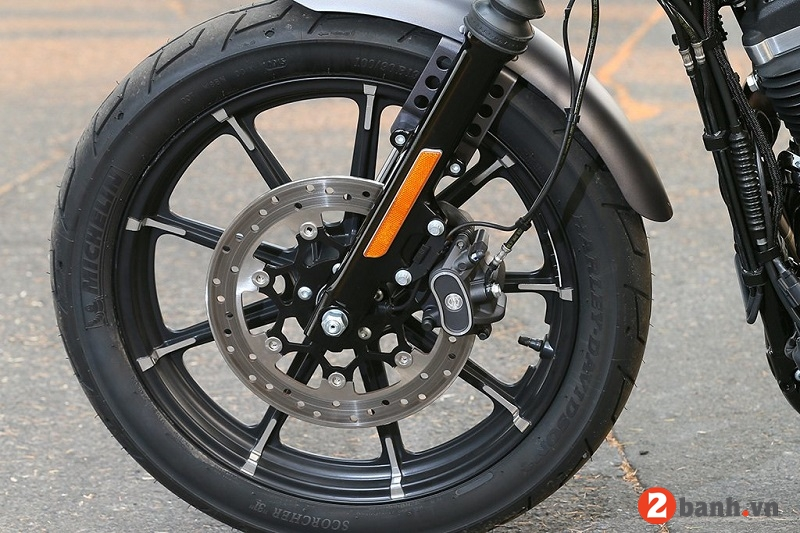 Harley davidson iron 883 - 8