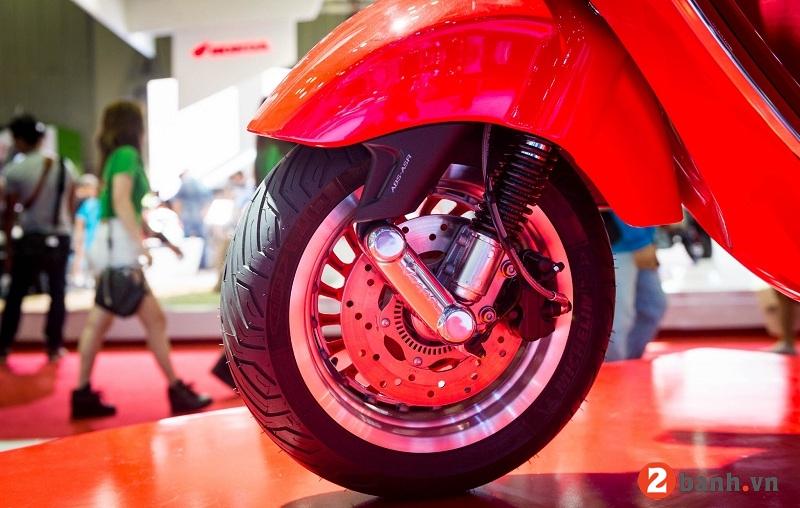 Vespa 946 red - 8
