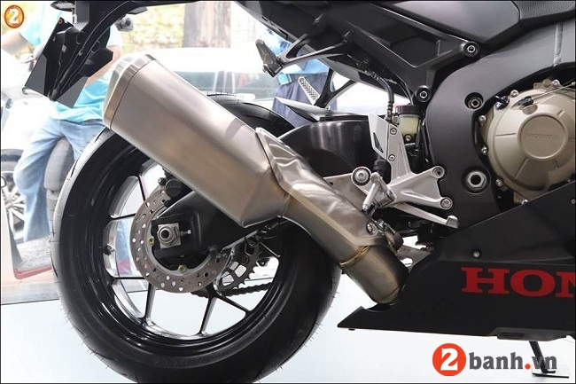 Honda cbr1000rr fireblade - 11