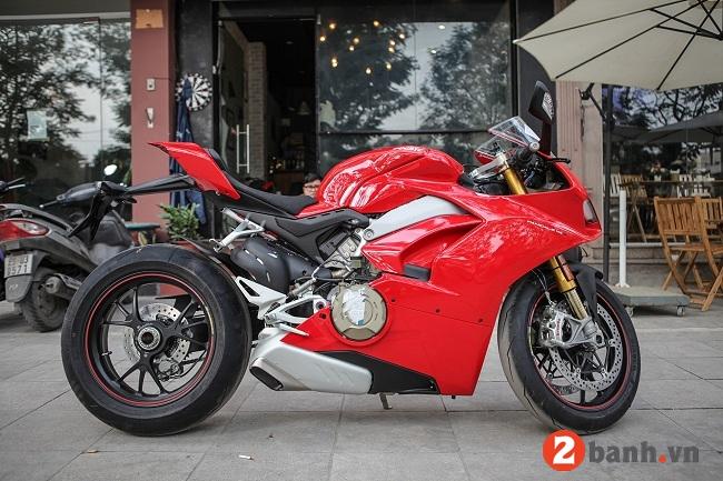 Ducati panigale v4 s - 1