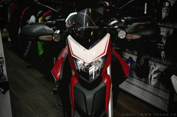 Ducati Hyperstrada lung linh khoe sắc